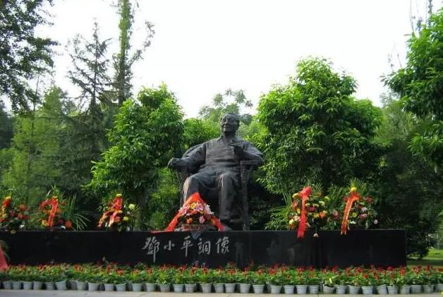 邓小平雕刻_邓小平同志塑像(图片)