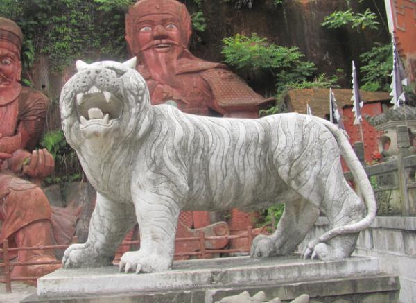 石雕动物雕塑_雄鹰展翅(图片)