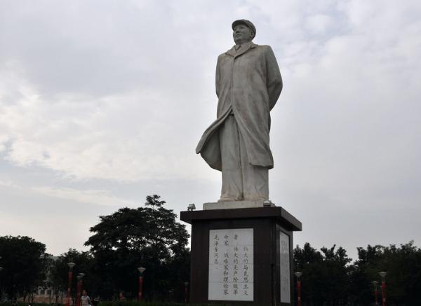 毛主席雕像价格_伟大领袖像(图片)
