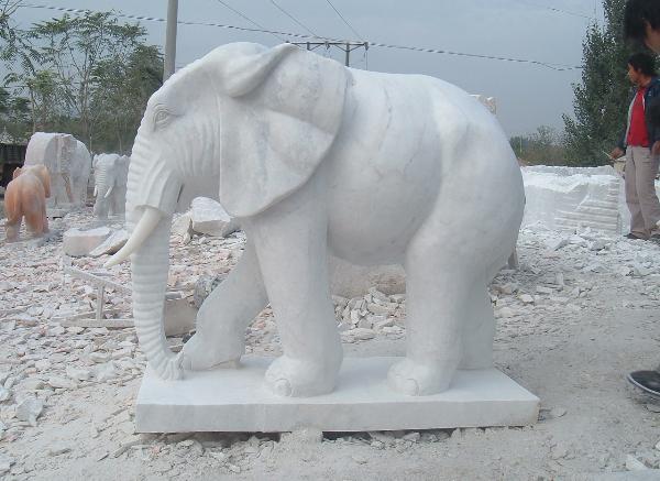 石雕大象_晚霞红石雕大象(图片)