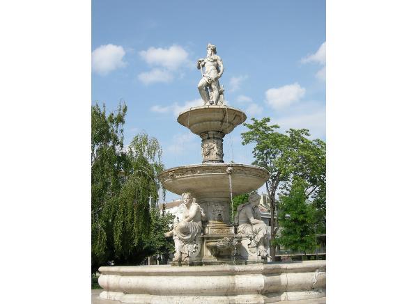 喷泉雕刻工艺品_马头喷泉雕塑(图片)