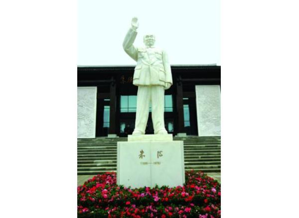伟人雕像_张之洞塑像(图片)