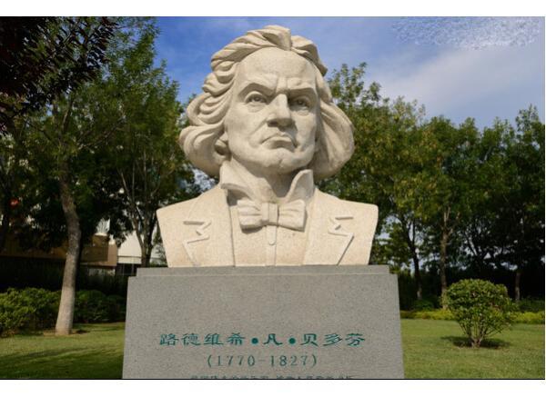 雕刻伟人像价格_贺龙元帅塑像(图片)