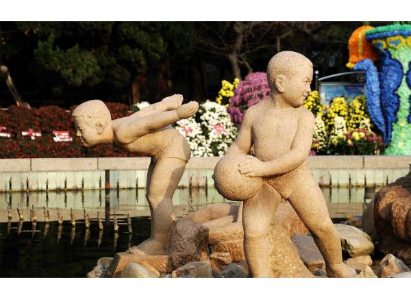 现代人物石雕_运动员雕塑(图片)