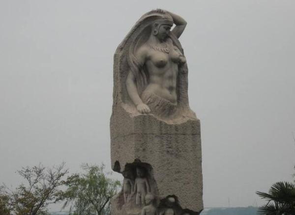 无私母爱雕塑(图片)